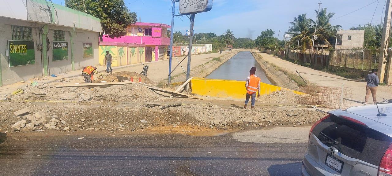 Alcaldía municipal Reconstruye Badén en la entrada del canal mayor